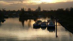 Köln - Mülheimer Hafen im Abendlicht - und der Dom schaut zu