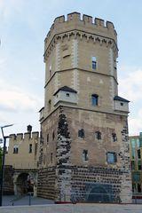 Köln - Rheinufer - alter Turm - an den Kranhäusern