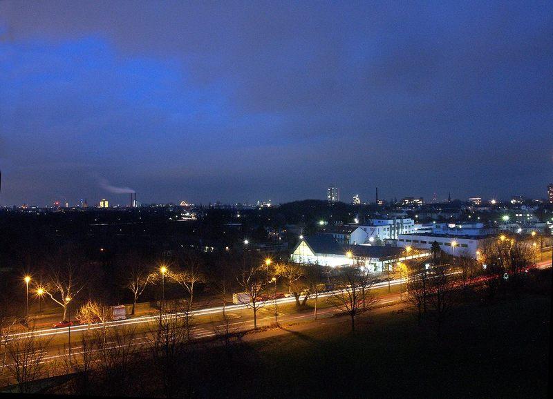 Köln-Süd, bei Nacht
