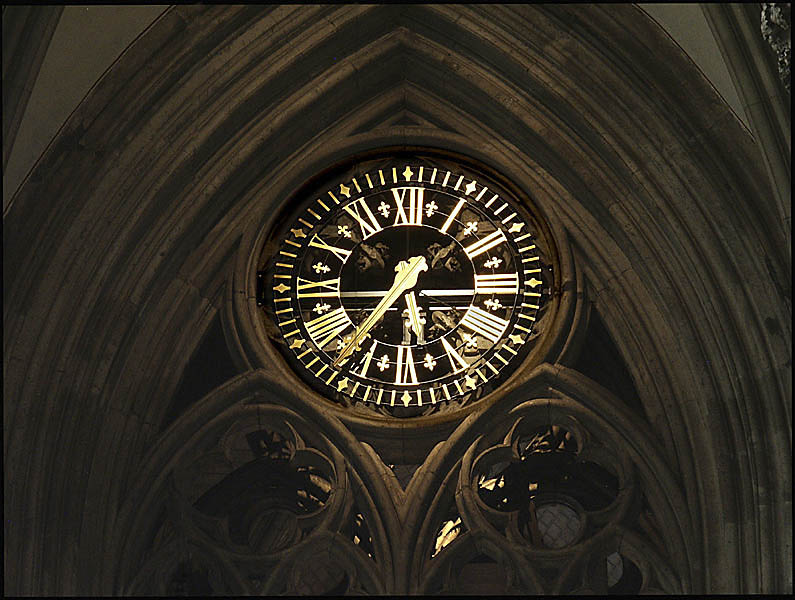 Köln: Uhr im Dom