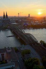 Köln und die scheidende Sonne