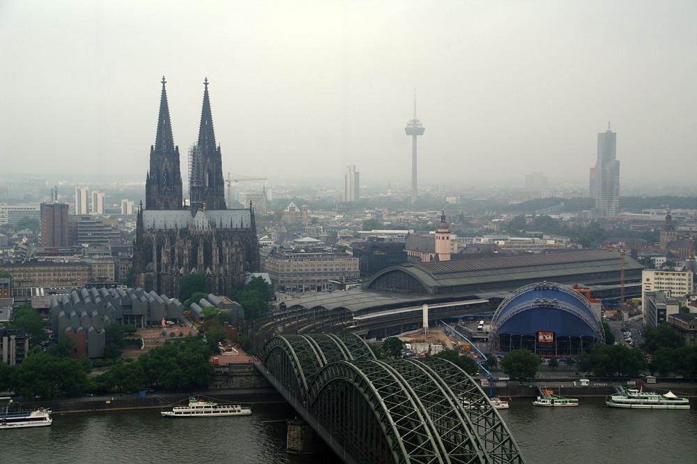 Köln vom LVR-Turm aus gesehen Mai 2007
