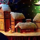 Köln - Weihnachsmarkt - schneebedeckte Häuser