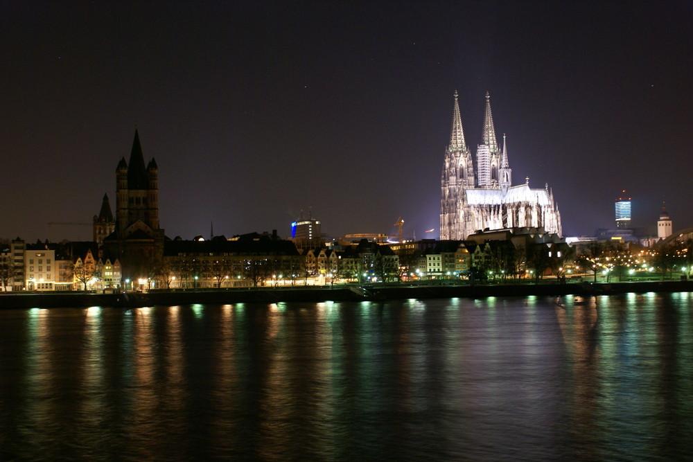 Kölner Altstadt bei Nacht