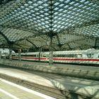 Kölner Bahnhof um 12:00 Mittags (2)