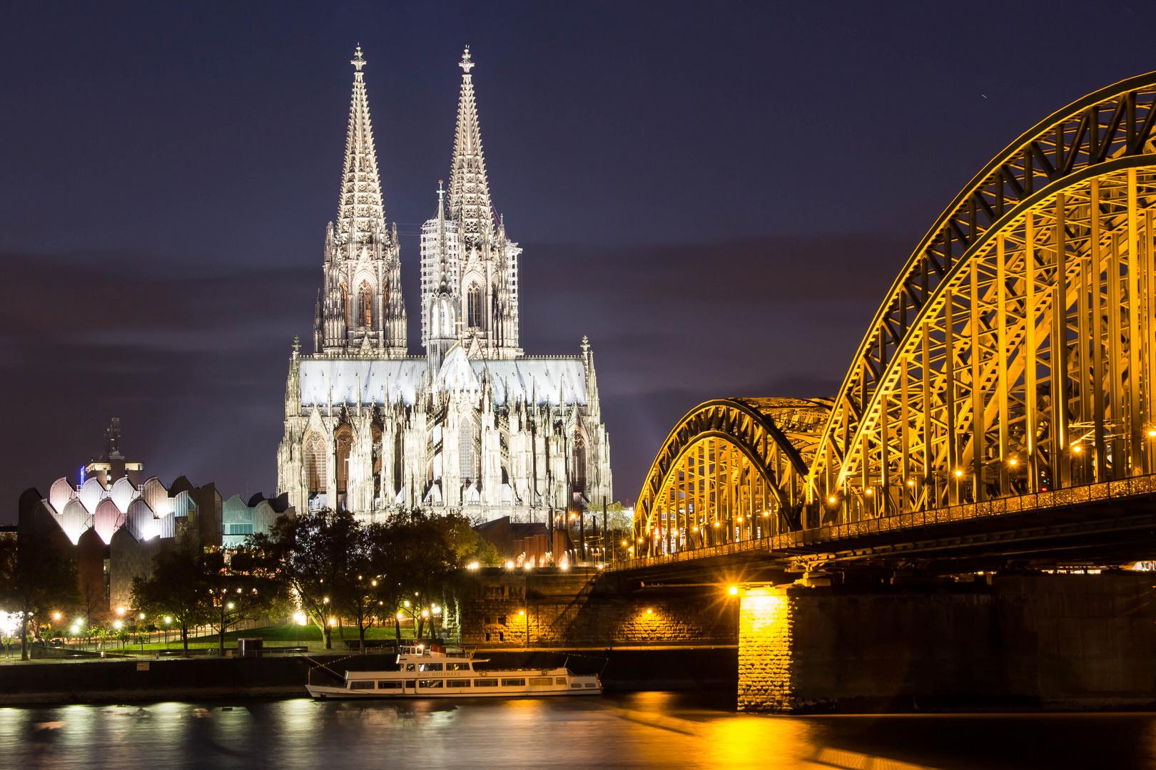 -Kölner Dom at night