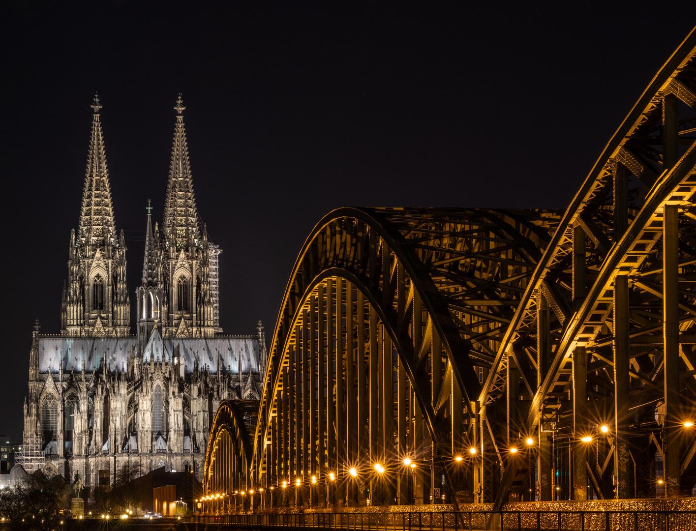 Koelner Dom bei Nacht