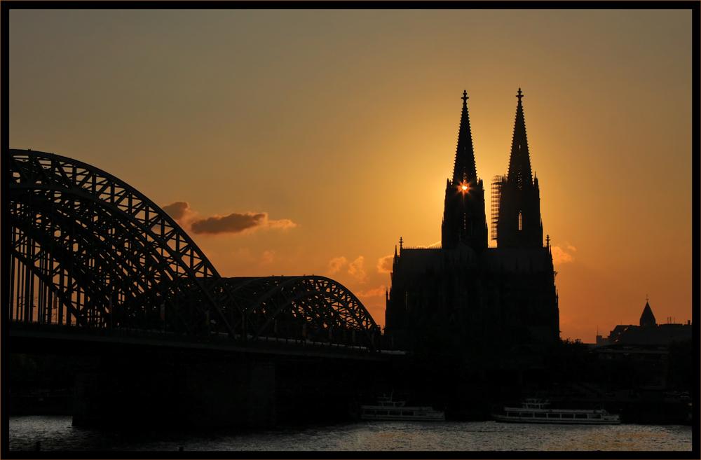Kölner Dom im Abendlicht