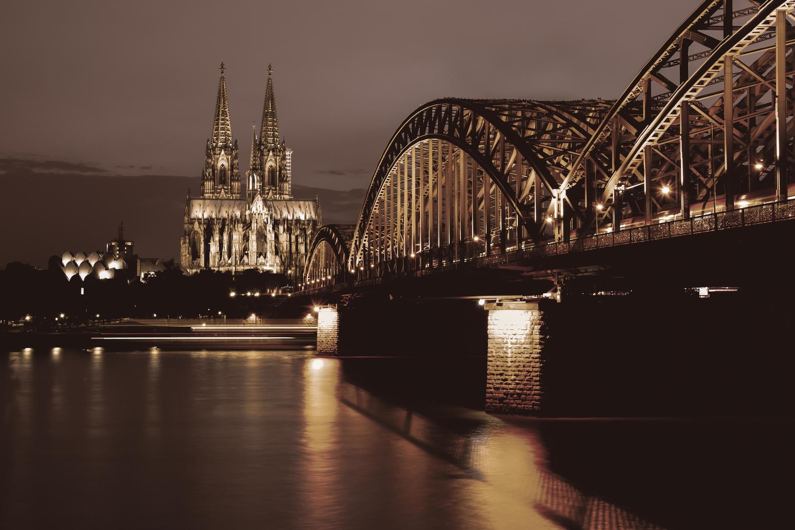Kölner Dom - Klassisch bei Nacht