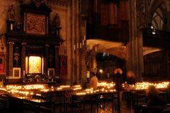 Kölner Dom - Stille bei Kerzenschein