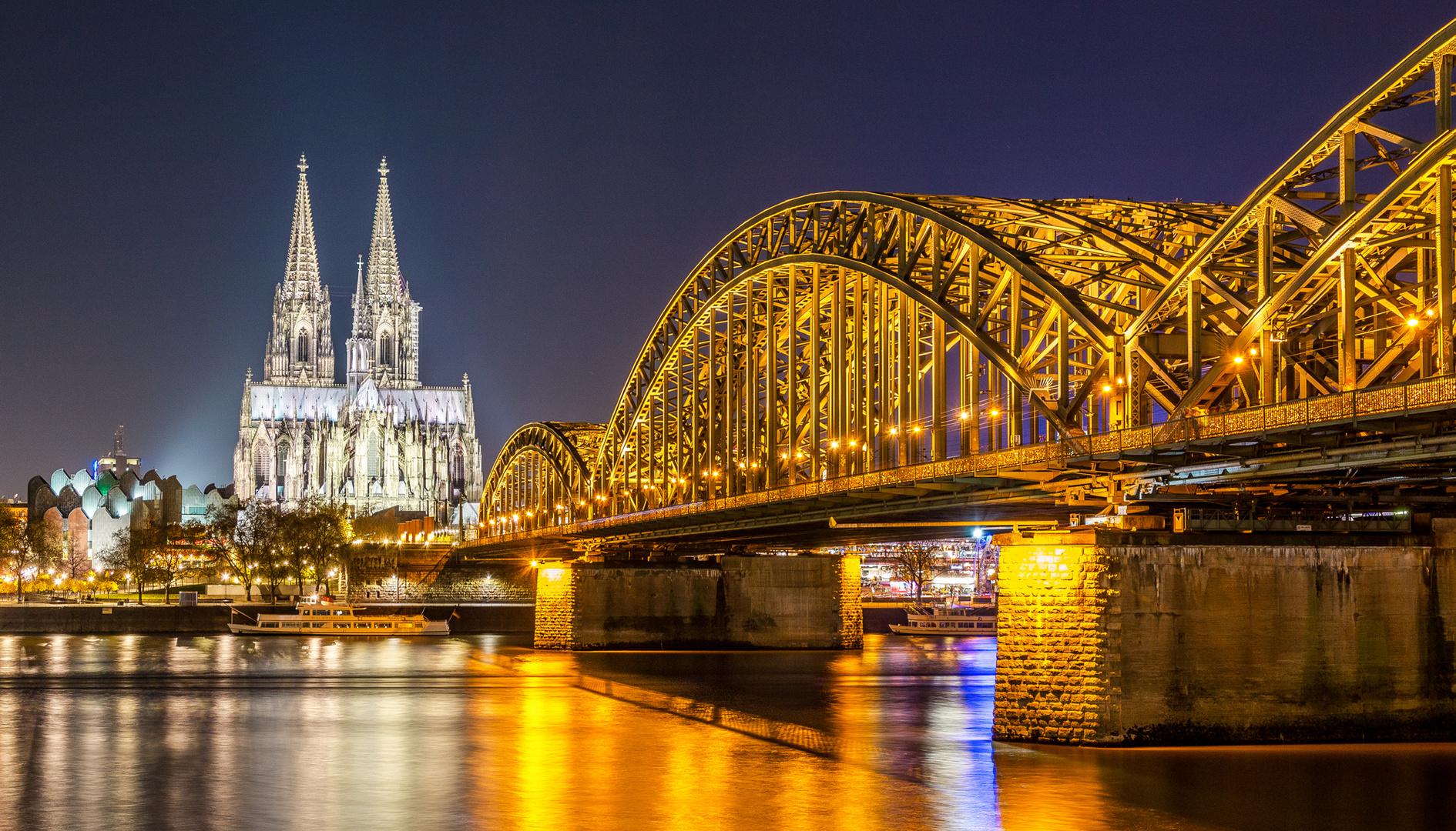 Kölner Dom zur blauen Stunde.
