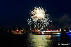 Kölner Lichter 2013 - Einfahrt der Schiffe vor dem Feuerwerk -2
