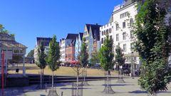 Kölner Rheinfront im Sommer