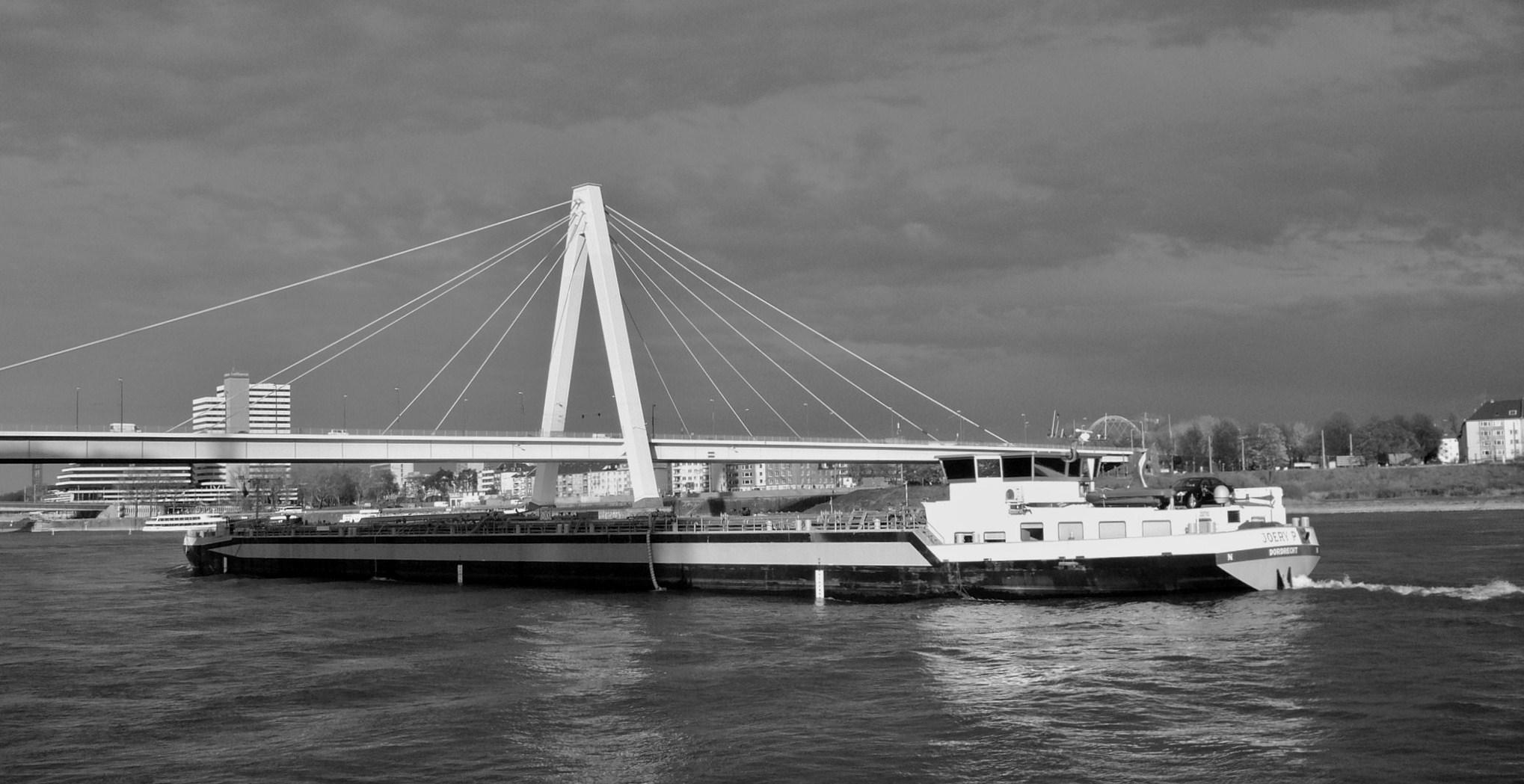 Kölner Severinsbrücke B&W