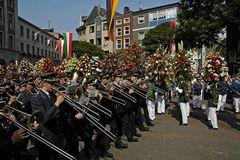 Königsparade auf dem Marktplatz in Neuss