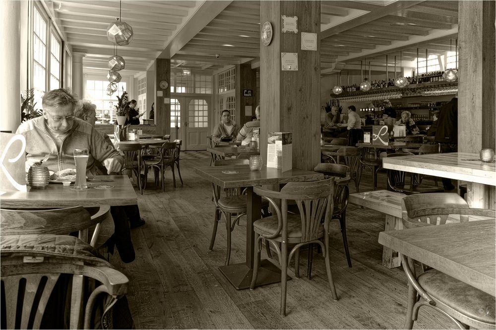 Koffiehuis Loetje Centraal...