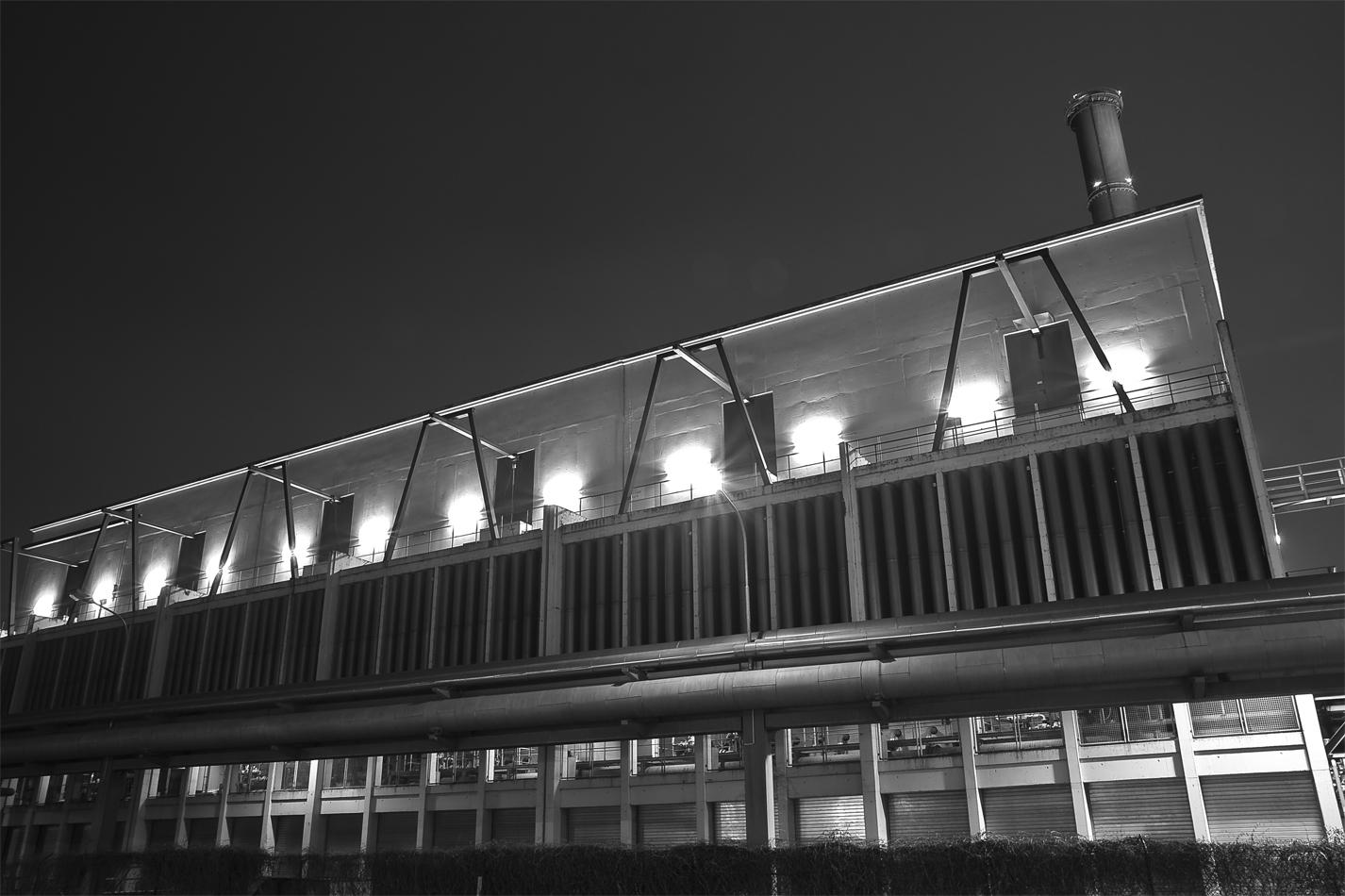 Kohlekraftwerk Westhafen Frankfurt bei Nacht - SW