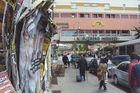 Kollabierende Plakatwand in Berlin-Kreuzberg
