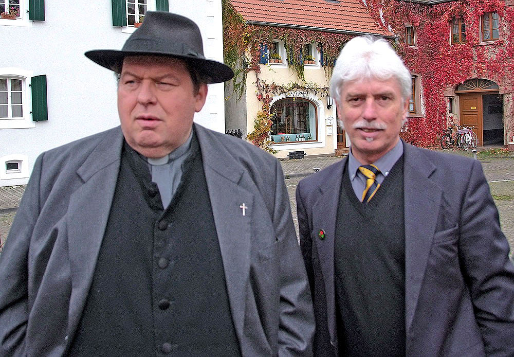 Komparse trifft Pfarrer Braun