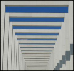 Konstruktionen in Blau-Weiß