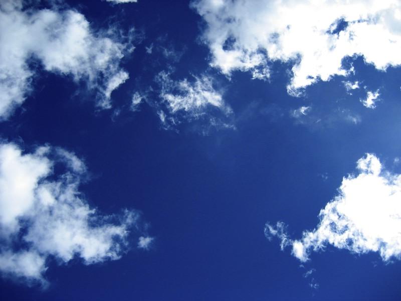 kontrastreicher Himmel