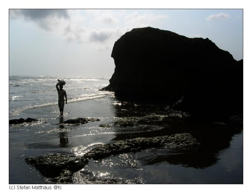 Kopfarbeit am Strand von Parangtritis