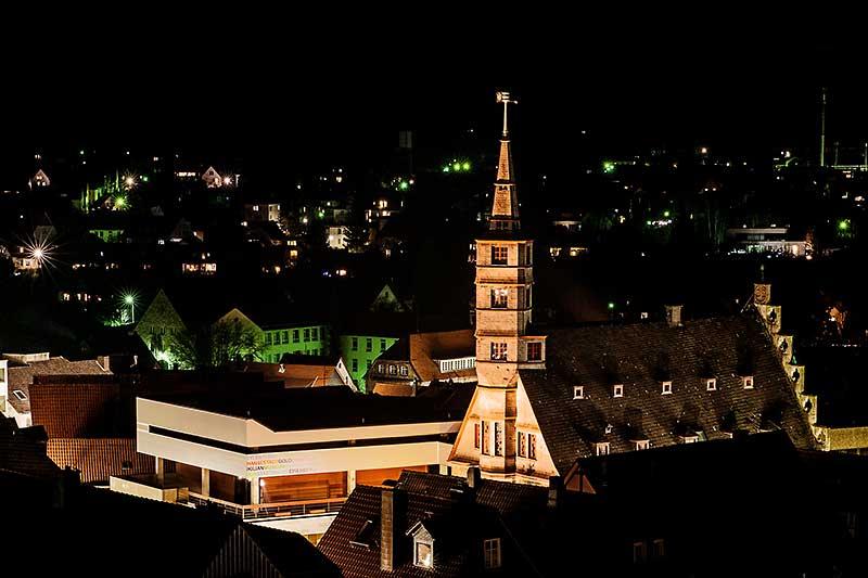 Korbacher Rathaus bei Nacht