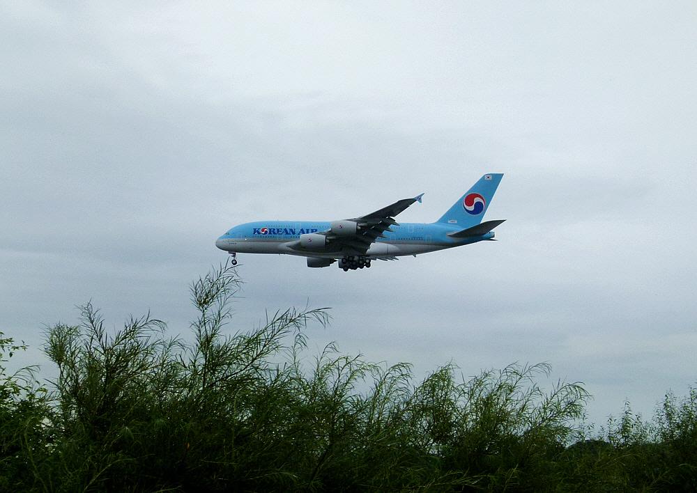 Korea-Air über Finkenwerder