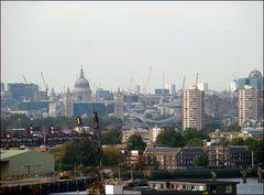 Kräne bestimmen das Stadtbild Londons