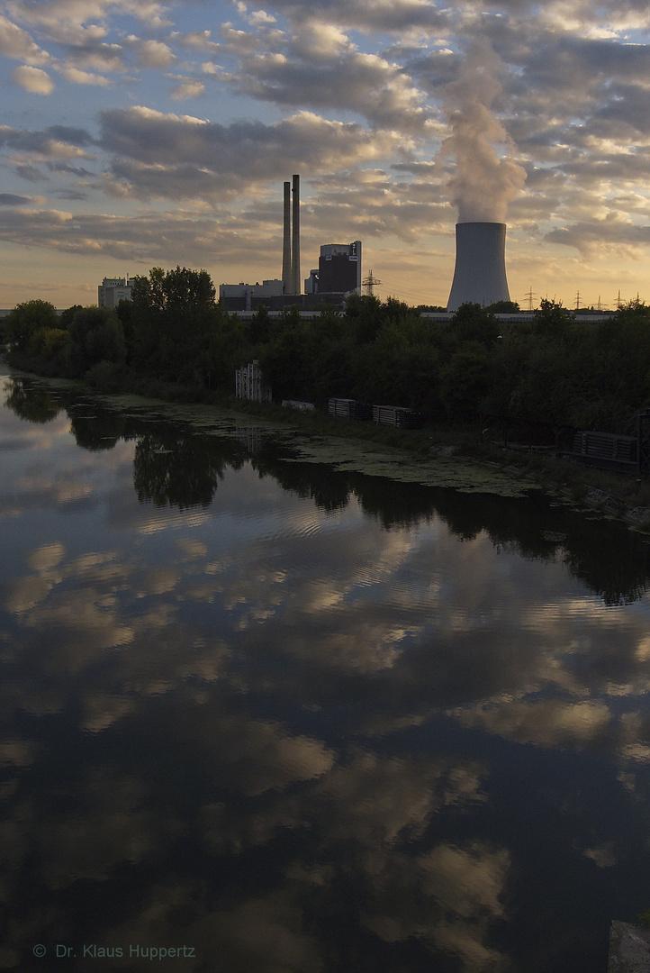 Kraftwerk am Fluss