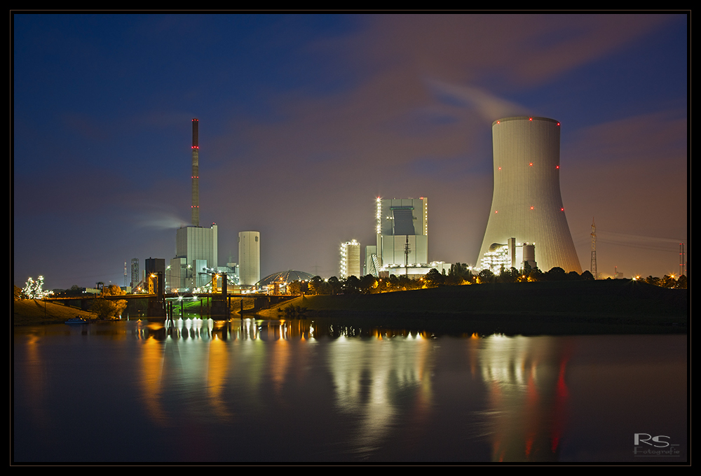 Kraftwerk Duisburg Walsum am Abend