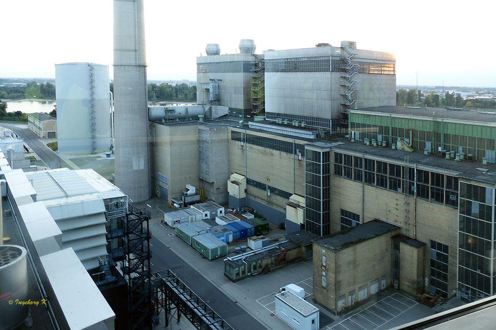 Kraftwerk Lausward - Blick vom Dach auf die Anlage