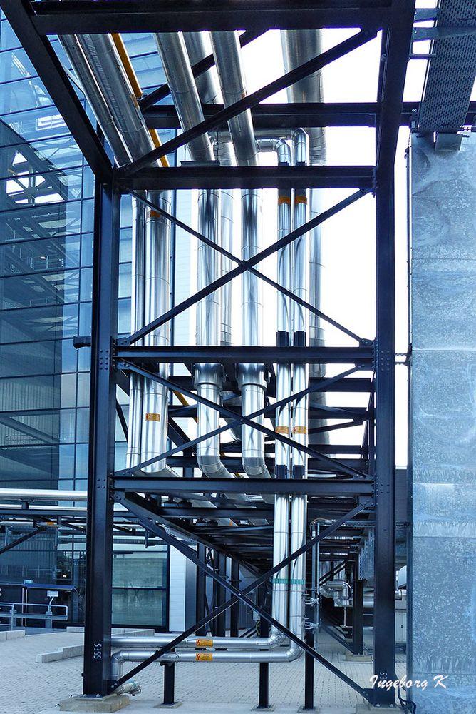 Kraftwerk Lausward - Rohrleitungsverlauf außen