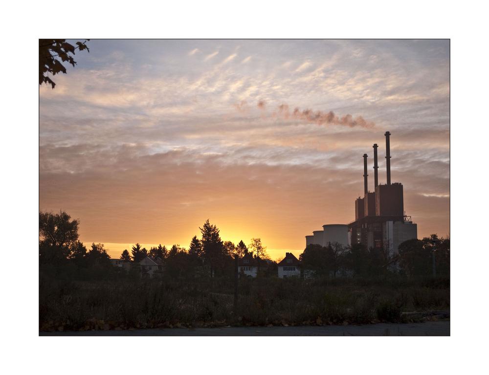 Kraftwerk Lichterfelde am frühen Morgen