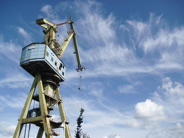 Kran & Rostock's blauer Himmel