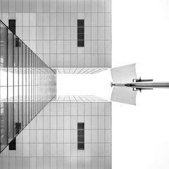 Kranhaus an Straßenlampe