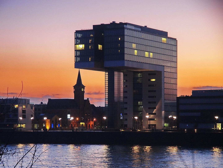 Kranhaus Köln im Abendlicht