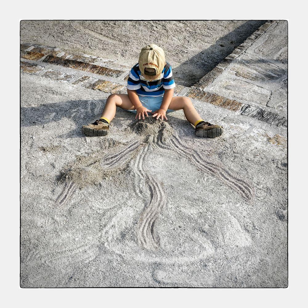 Kreatives Kind macht Formen ;o)