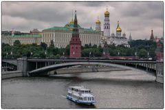 Kreml und Mariä-Verkündigungs-Kathedrale am Ufer der Moskwa