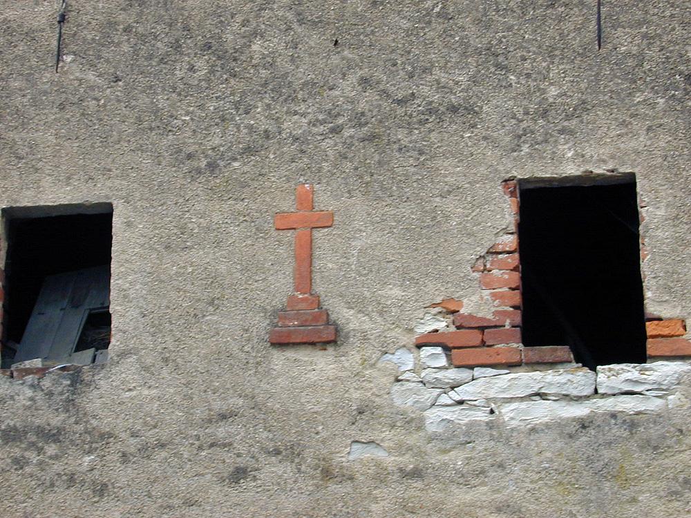 Kreuz in altem Bauerhaus