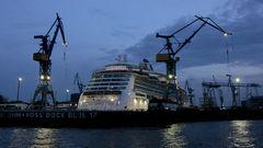 Kreuzfahrt-Schiff im Dock