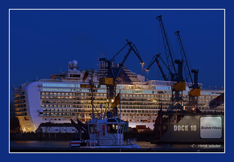 Kreuzfahrtschiff Azura im Dock Elbe 17 Hamburg