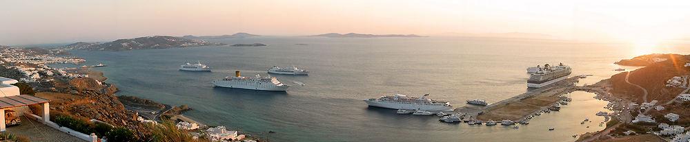 Kreuzfahrtschiffe vor Mykonos
