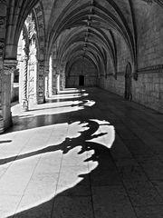 Kreuzgang mit Schatten