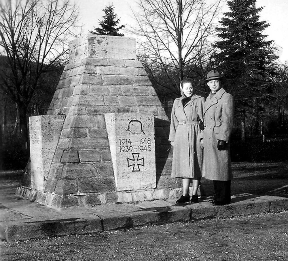 Kriegerdenkmal 1952