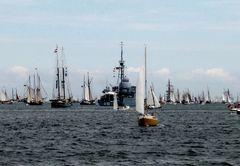 Kriegsschiff unter Seglern?