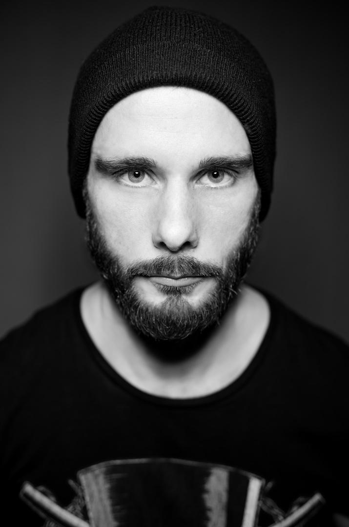 Kritik und Verbesserungsvorschläge würden mir helfen beim zweiten Portraitversuch