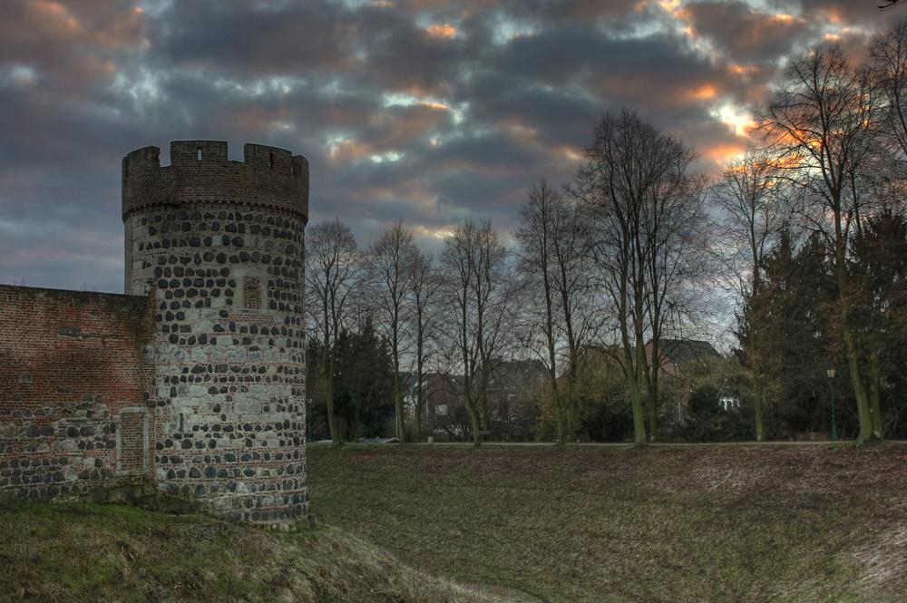 Krötschenturm, winterlich blau.