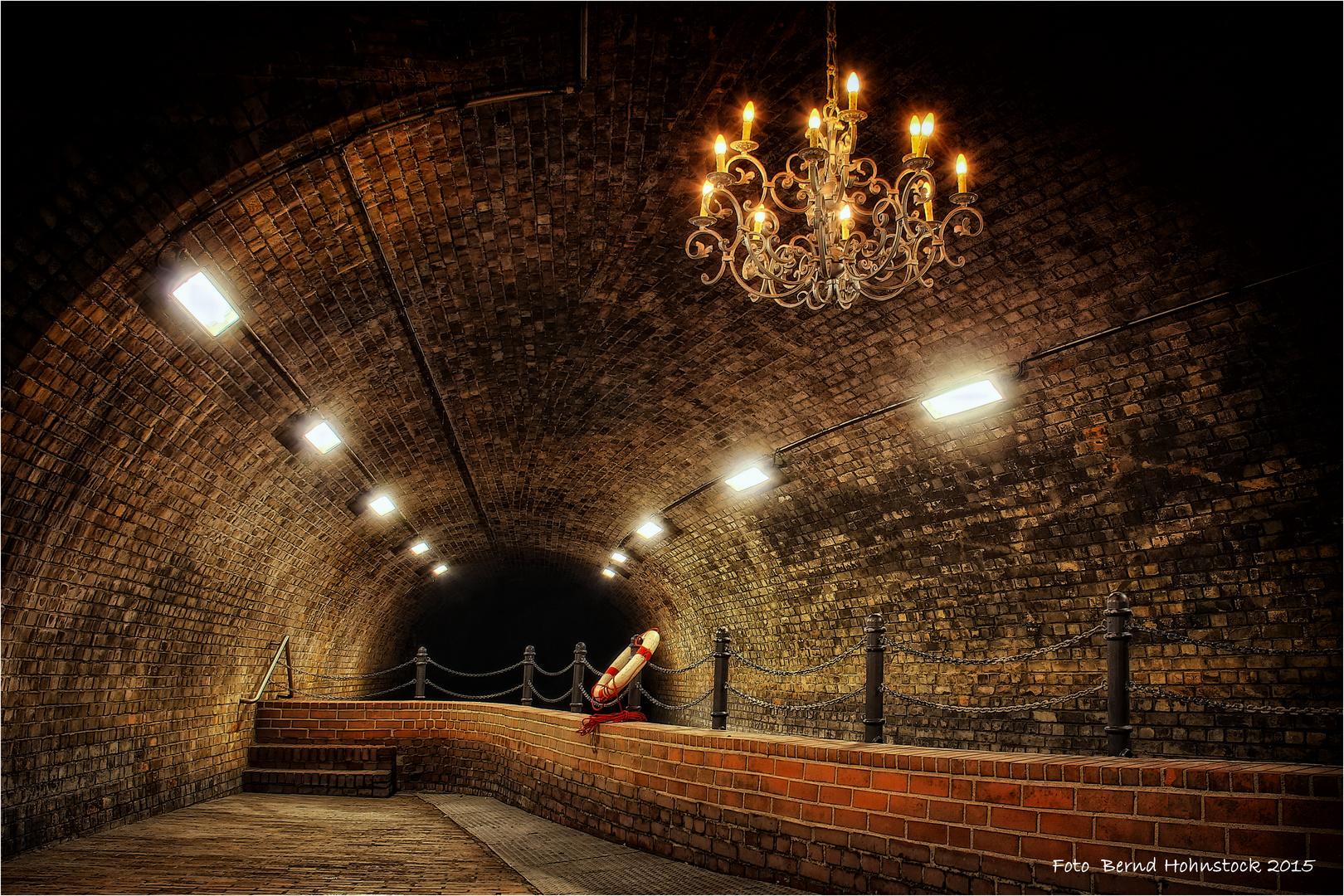 Besichtigung Kronleuchtersaal Köln ~ Kronleuchtersaal in der kölner kanalisation foto & bild