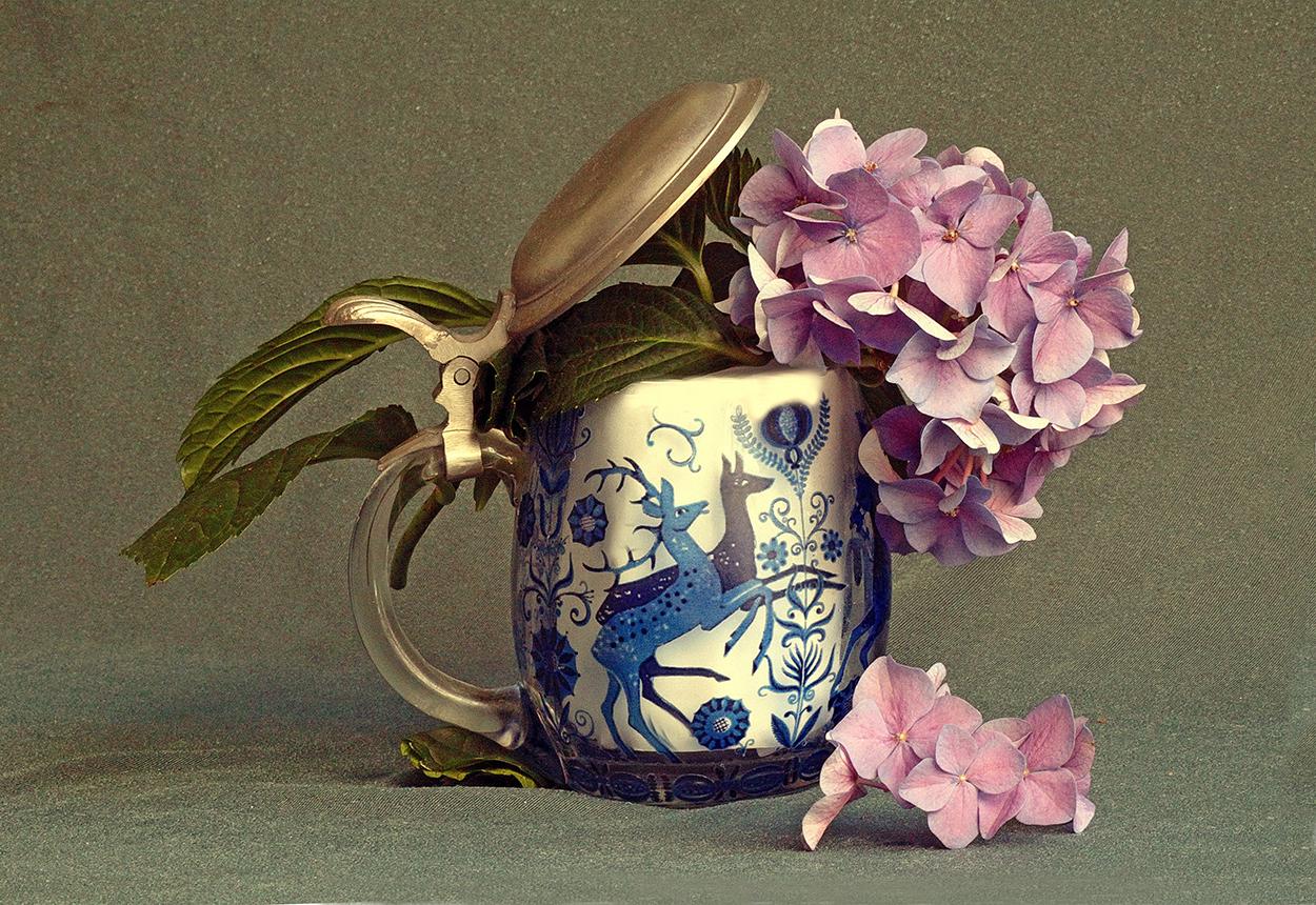 Krug mit Hortensien